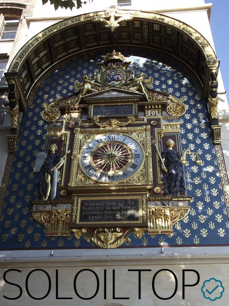 Antico orologio a Parigi