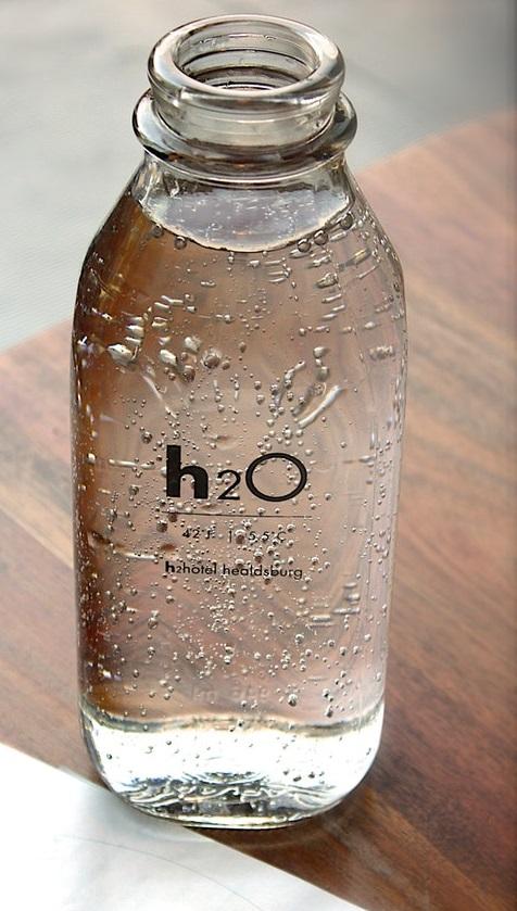 bottiglia d'acqua frizzante